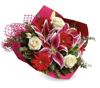 Stolen Kisses in Dubbo , Hot Poppyz Florist