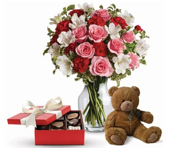 It Looks Like Love in Ingham , Heaven Scent Flowers & Gifts