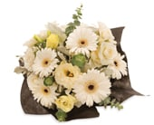 White Beauty in blackwood , amanda's flowers & gifts